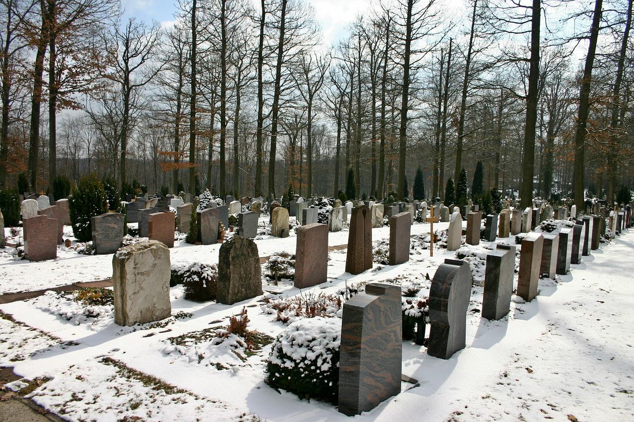 pogrzeb na cmentarzu